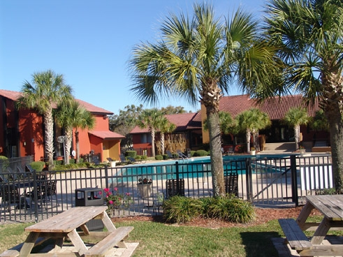 Windmeadows Apartments Swimming Pool and Clubhouse